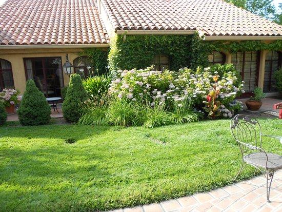 Vintners Inn: Garden
