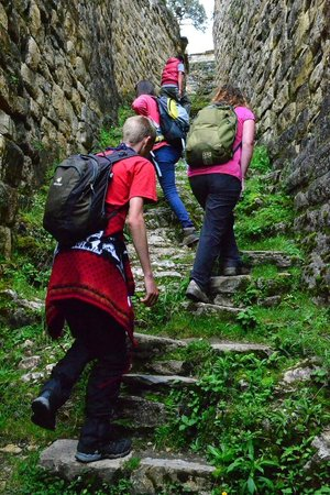 Amazon Expedition Turismo Sostenible  -Day Tours: Climbing the entrance to Kuelap