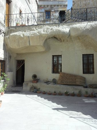 Vineyard Cave Hotel: our cave room