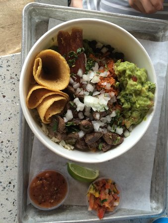 Puesto Mexican Street Food: Amazing Chicken bowl