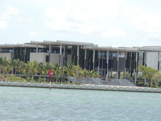 Perez Art Museum Miami: Elegant Perez Art Museum