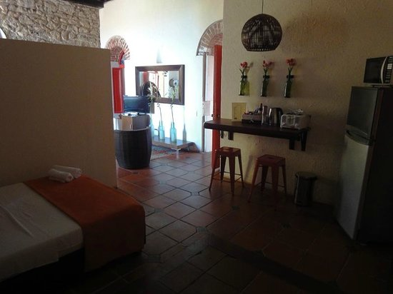 Calamari Hostal Boutique: Family room - there's a fridge and toaster