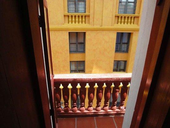 Calamari Hostal Boutique: Family room - small balcony and view