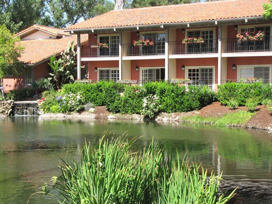 Westlake Village Inn: St. Tropez building overlooking the lake
