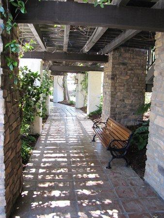 Westlake Village Inn : flower-filled, cool stone peaceful walkways