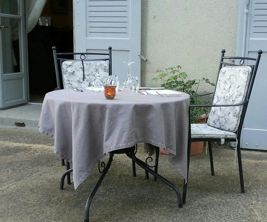 Chateau de Siran: La table en terrasse