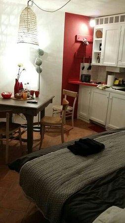 B&B Ponte di Certosa: Cosy room comes with a kitchenette
