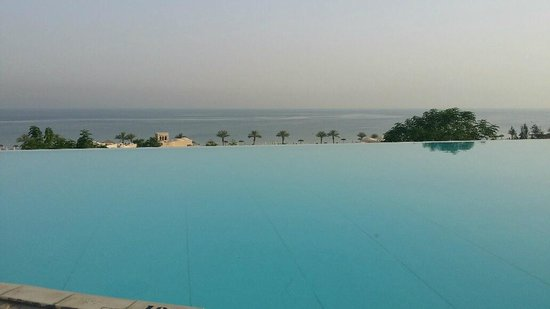Cove Rotana Resort Ras Al Khaimah: Sunrise 18 June 2014 - Infinity Pool (Sunset Bar)