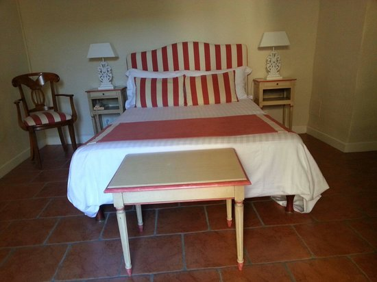 Chateau de Siran: Le lit 140 cm! Chambre 5