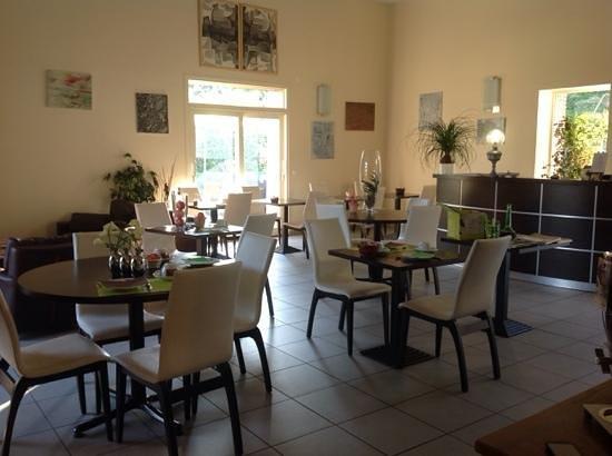 Auberge Du Moulin Marin : salle des petits dejeuners!