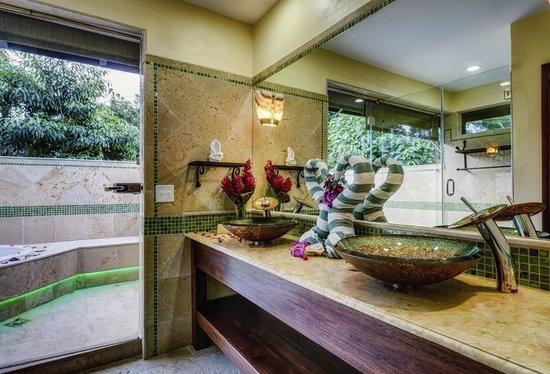 Sleeping Giant Lodge: Bathroom