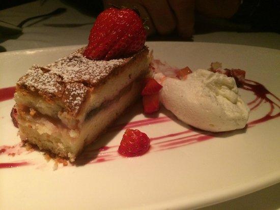 Waterbar : Strawberry/Rhubarb Dessert