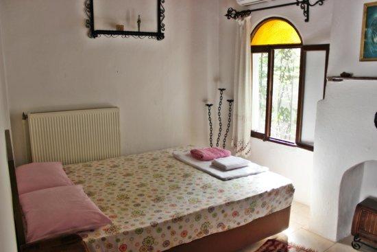 Barim Pension : Çift kişilik odalarımızdan biri... - One of the our double rooms...