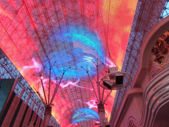 Fremont Street Experience : Cool light show
