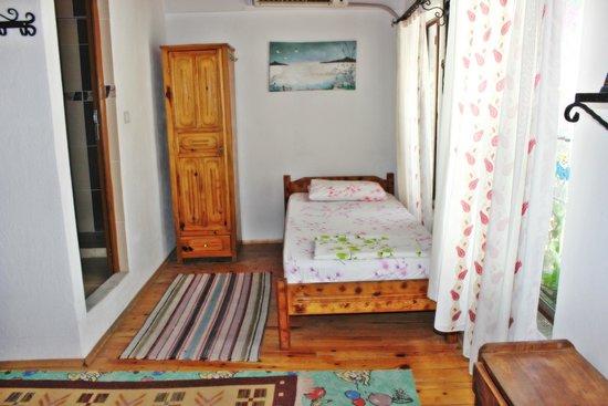 Barim Pension : Odalarımızdan biri... - One of the rooms...