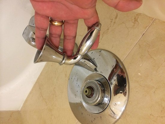 Hilton Cocoa Beach Oceanfront: Handle fell off