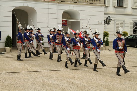 Grassalkovich Presidential Palace: Changing the guard