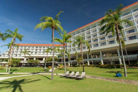 Shangri-La's Mactan Resort & Spa: Hotel garden