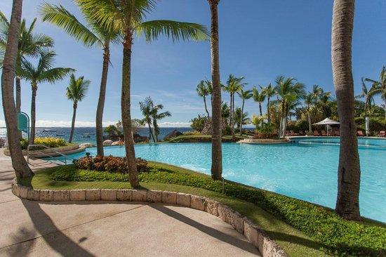 Shangri-La's Mactan Resort & Spa: Pool in front of the Ocean club rooms