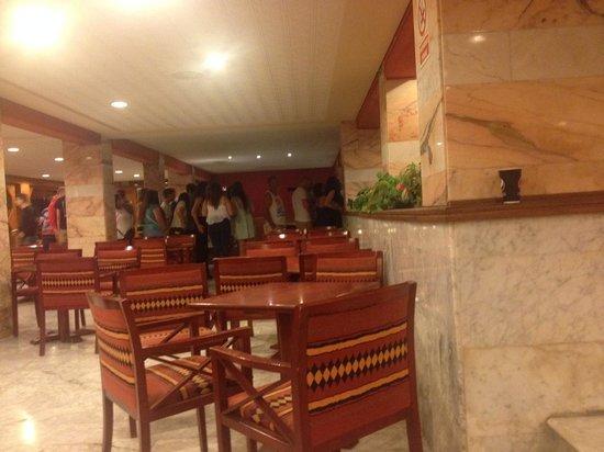 Hotel Luna & Luna Park : same queue as las pic, just round the corner its that long