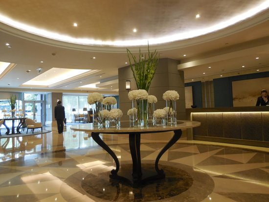 Corinthia Hotel Lisbon: The entrance hall
