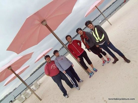 Toronto Bicycle Tours : A stop at Sugar Beach