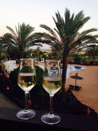 Hotel Elba Palace Golf: Bubbly on our balcony!