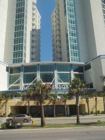 Avista Resort: Front of hotel