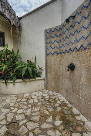 Almond Beach Resort: Outside Showers