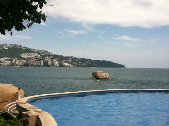 Holiday Inn Resort Acapulco: The pool/ la piscina