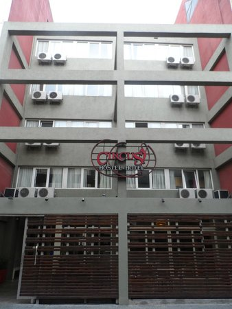 Circus Hostel & Hotel: Frente do hotel
