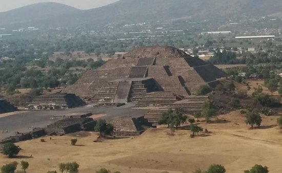 Teotihuacan : Pyramid of the moon, seen from the top of the Pyramid of the Sun