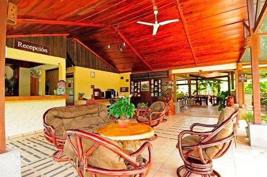 Arenal Volcano Inn: Front Desk