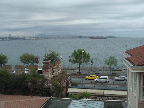 Armada Istanbul Old City Hotel: Вид с террасы ресторана отеля