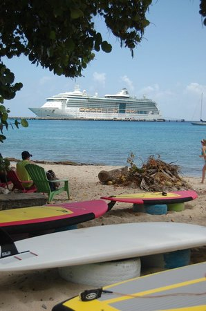Teres Veho Limin Beach Cafe and Stand Up Paddle: View of Jewel of the Seas from the beach at Teres Veho