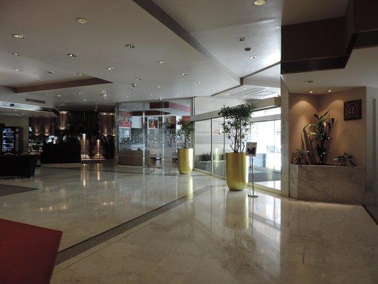 Husa President Park: hall