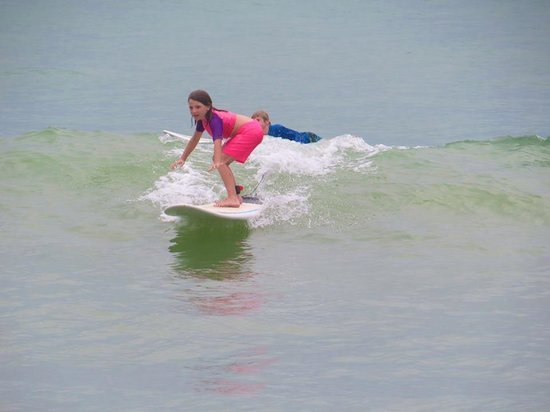 Sunset Surf Dominical - Day Lessons: Sarah Surfing