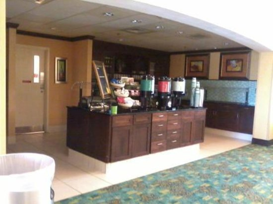 Homewood Suites by Hilton Palm Desert: Self-Serve snack/Breakfast/Dinner area....