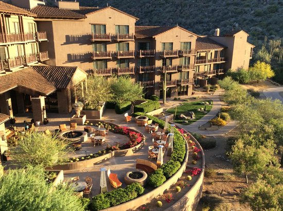 The Ritz-Carlton, Dove Mountain: Pool side of hotel, looking down at Ignite