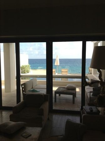 Four Seasons Resort and Residences Anguilla : View from our kitchen looking out over our patio, mini pool, and ocean!