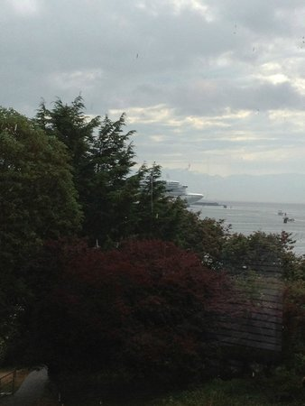 Spinnakers Brewpub and Guesthouses: the view... is worth it!