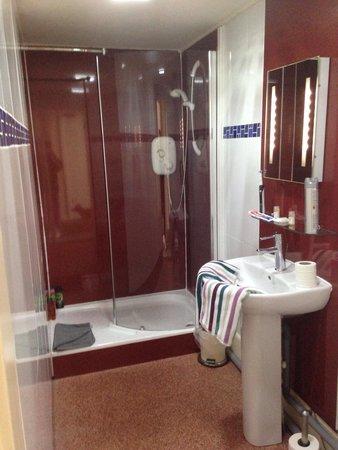 Discovery Accomodation: Bathroom