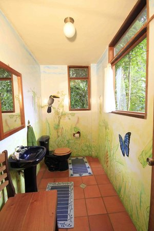 Casa Divina Lodge: Hand painted bathrooms
