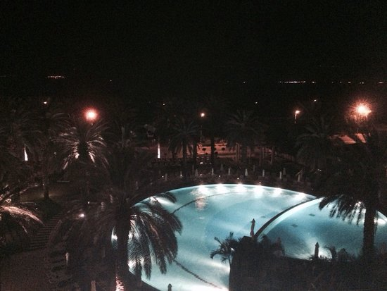 Isrotel Dead Sea Hotel & Spa : The view at night