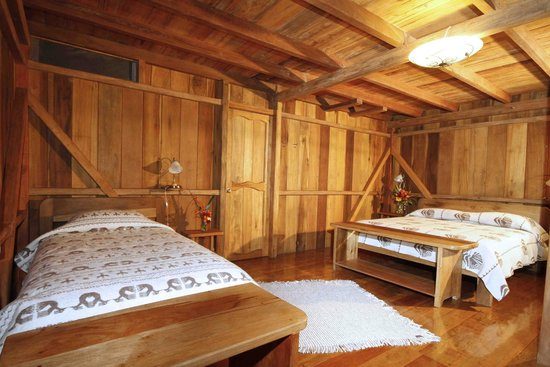 Casa Divina Lodge: Spacious hand built wooden rooms