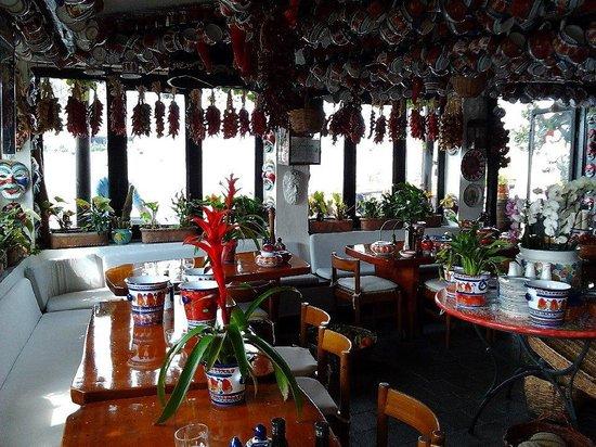 Sant'Angelo (Serrara Fontana) : A restaurant in Sant' Angelo