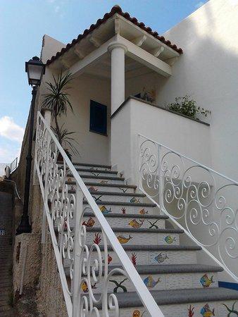 Sant'Angelo (Serrara Fontana) : Genial staircase in Sant Angelo