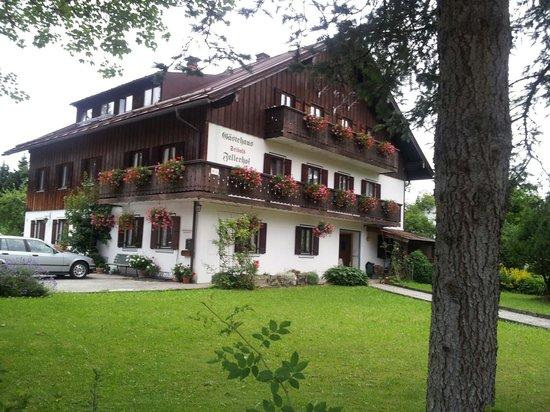 Gaestehaus Fellerhof: Eingang Fellerhof v d Gaissacher Straße