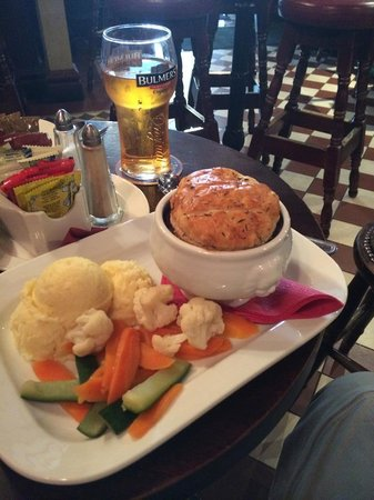 The Oval Bar: Beef  & Guinness Pie