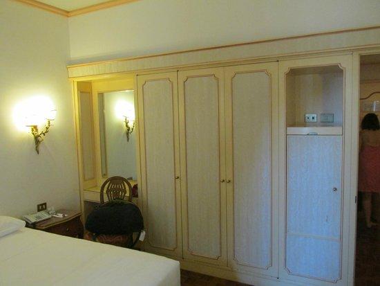 NH Firenze: Closets